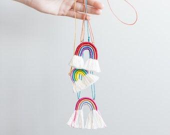 rainbow necklace in macramè rope