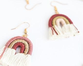 rainbow earrings in burgundy macramè rope, ochre, gold, rose, blue, customizable rainbow earrings
