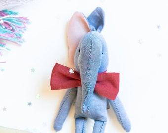 Piccolo elefante in tessuto