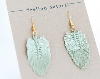 colored boho macramè feather earrings