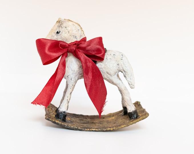 Featured listing image: Decorazione cavallino a dondolo in spun cotton