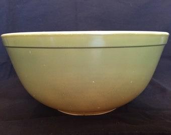 Vintage 1950's Green Verde Pyrex Mixing Bowl