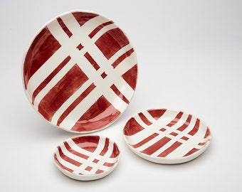 Red and White Crossroads Dish