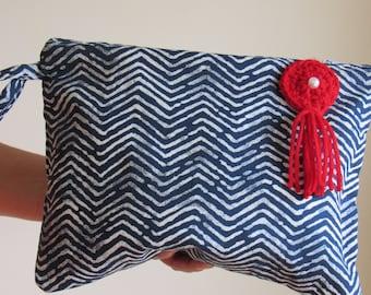 709a83de0 Regalo perfecto para Maestras Clutch Bag (Cartera tipo Sobre) de rayas azul  marino en fondo blanco, clutch hecho a Mano, Bolso de Mano bello
