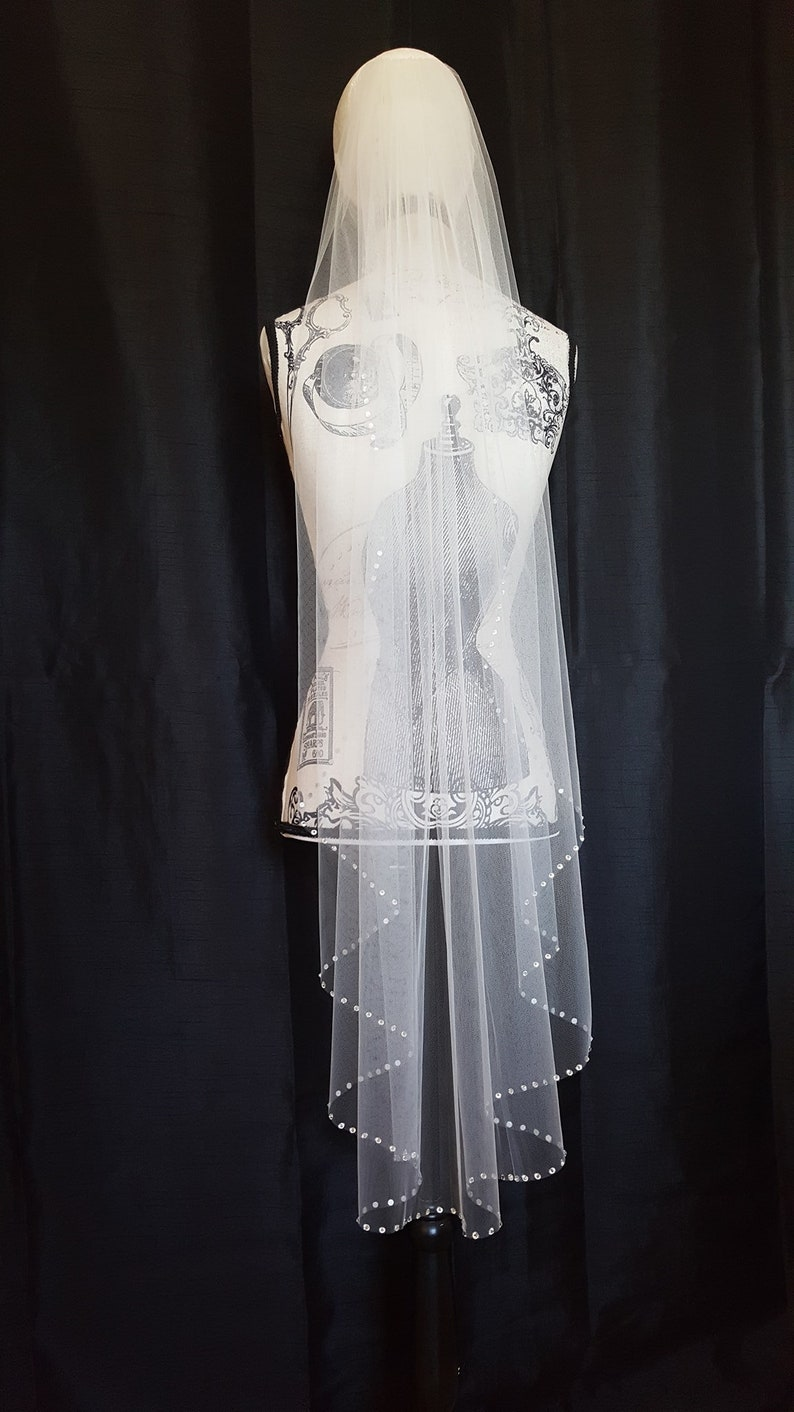 Waltz length crystal trim veil image 0