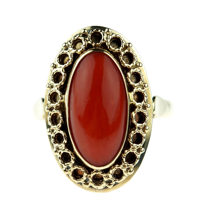 Beautiful 14 carat gold ring with dark red blood coral