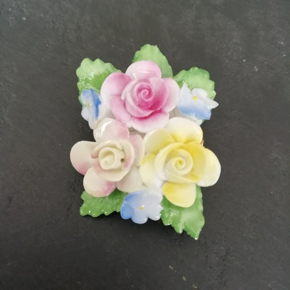 Vintage White roses,Brooch and clip earrings,porcelaine Bone China Flower set