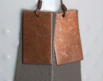 Grey leather and copper metal earrings