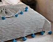 Moroccan Pom pom Blanket, Pom poms, Moroccan Throw Blanket, Boho Blanket, Moroccan Pompom Throw Blanket, Berber Blanket, Handwoven Blanket