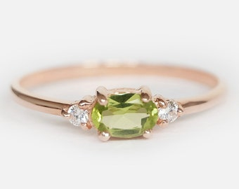 peridot ring stackable,peridot ring for woman,peridot ring silver,peridot ring vintage,peridot ring in engagement,peridot ring band,Jewelry