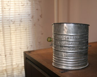 Bromwell Measuring Flour Sifter (5 Cup)