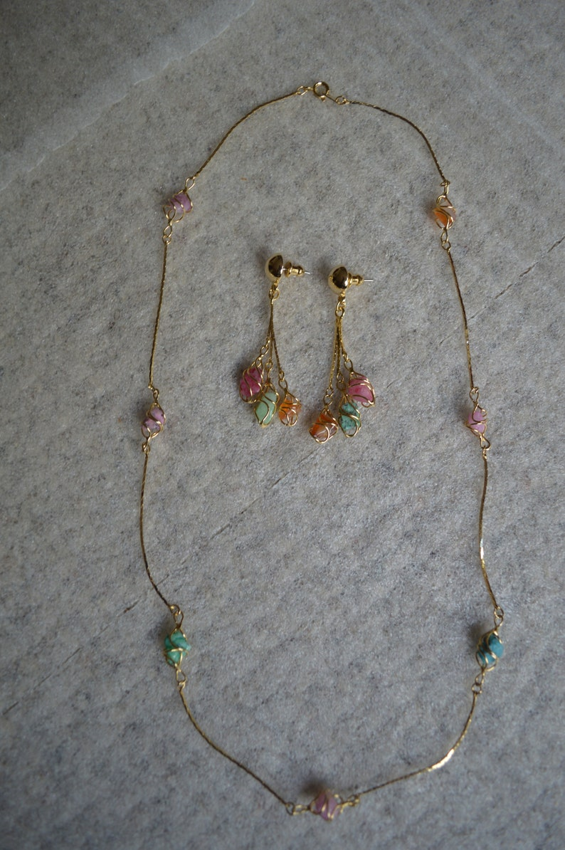 Matching Necklace /& Earrings Set---Wire-Wrapped Multi-Colored Stones---Gold-Tone---Like New---Vintage From 1980-90/'s