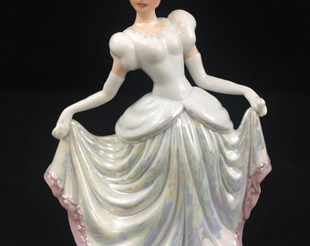 Vintage 1999 YH Cinderella Ball Pearlized Porcelain Collectible Figurine