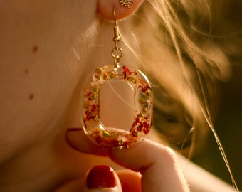 Oval resin earrings and tulip petals - Enchanted collection