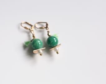 short earrings green and Golden