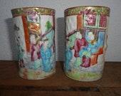中国青 盘. A fine pair of Chinese Canton handpainted porcelain bambu imitating brushpots. Antique Canton. Circa 1870 - 1890.