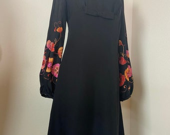 A-line Floral Embroidery Small Petite Hand Embroidered Gown 60s70s Black Embroidered Dress