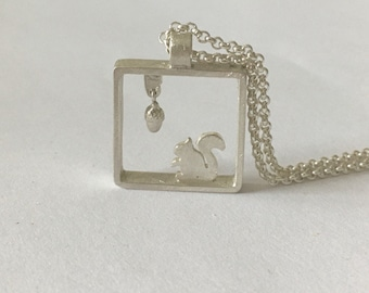 Picture frame squirrel with acorn