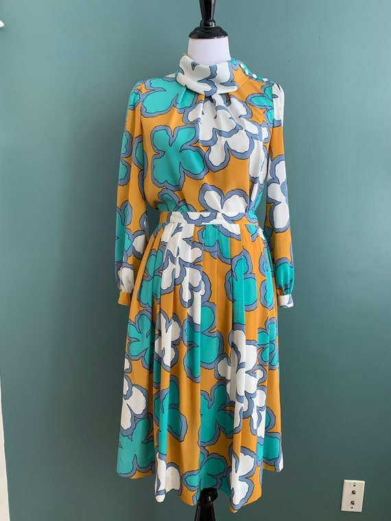 Vintage Flower Power Blouse and Matching Skirt, M