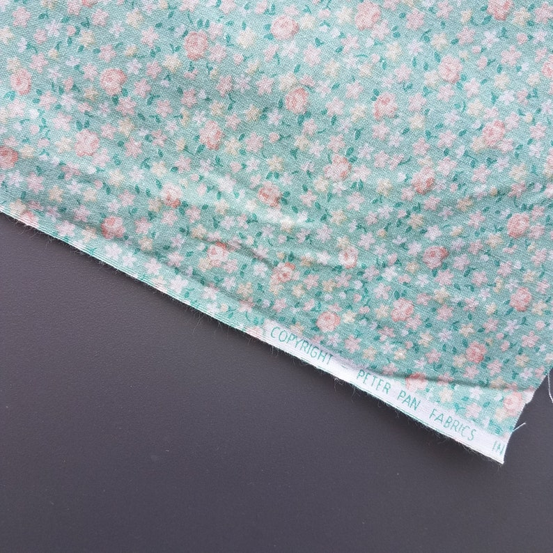 VW0752 Tiny Print Floral 23 Yard Vintage Fabric Apparel Fabric Calico Floral Print Quilt Fabric