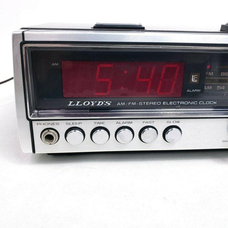 Lloyds Vintage Digital Alarm Clock Radio Retro Decor Silver Face Electronic J242