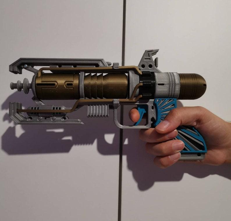 Battle Royale Wingman Death Ray Legendary Pistol Prop Toy Cosplay