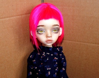 Neon pink wig (With a short gradient and a straight fringe)