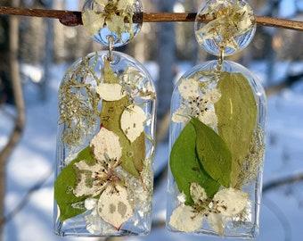 Dwarf dogwood flower earrings, resin earrings with wild flower, Alaska botanical, nature inspired gift, Botanical jewelry, statement earring