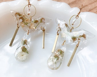 Alaska yarrow earrings, pressed flower earrings, Statement jewelry, clear earrings with real flowers, nature inspired gift for her