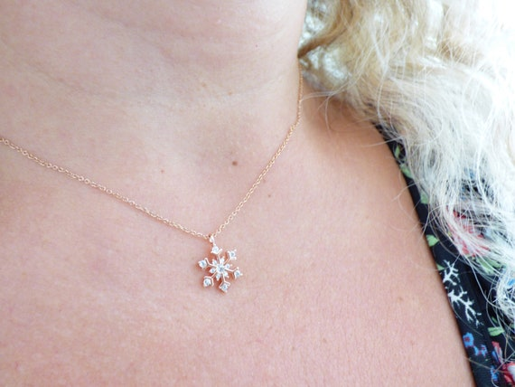 Christmas Gift for Her Simple Everyday Necklace Snowflake Necklace in Gold Dainty Winter Necklace Delicate Jewelry for Women