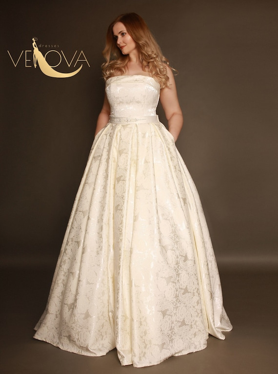 Plus Size Vintage Wedding Dress with Train