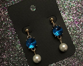 Blue diamond with dangle pearl