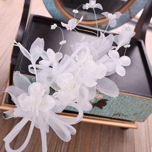 Silk Voile Pearl Flower Hair Clip Bridal Wedding Head piece Fascinator Vintage Art Deco Hair Pin White Chiffon Bridal Hair Slide