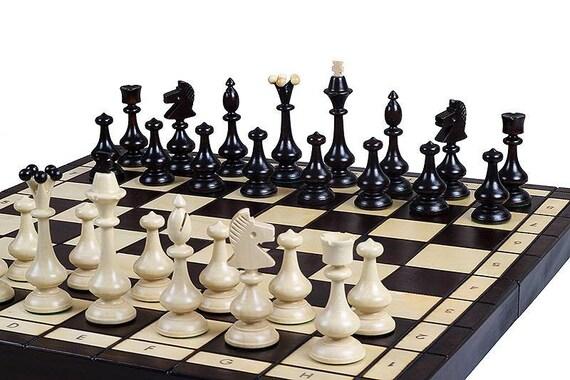 Ensemble de jeu d'échecs en bois de Beskid. Jeu d'échecs à la main. Jeu d'échecs sculpté à la main. Pièces d'échecs en bois. Pièces de jeu d'échecs à la main. Jeu d'échecs sculpté.