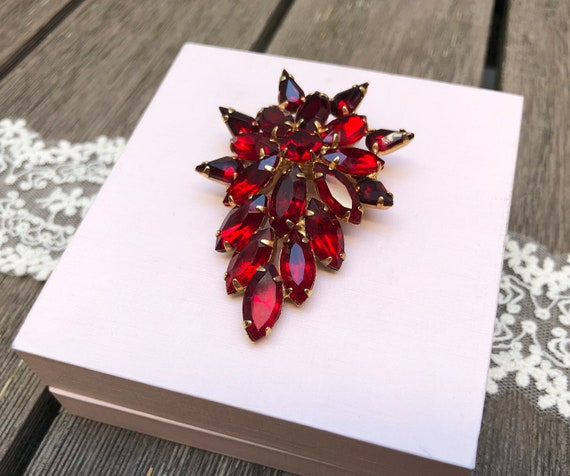 Large rhinestone brooch Vintage 1950s Red rhinest… - image 8