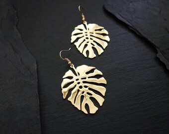 a0759c085 Minimalist hippie-chic leaf earrings / Minimalist Leaf Jewelry / Exotic  bohemian hippie-chic fashion accessory