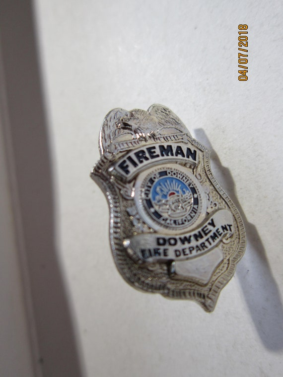 DOWNEY POLICEMAN POLICE OFFICER LAPEL BADGE PIN