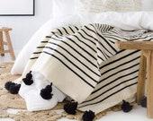 COZY THROW BLANKET - White Black Blanket - sofa Throw - bedspread - wedding Blanket - Wedding Blanket Gifts - Pom Pom Blanket With Tassels