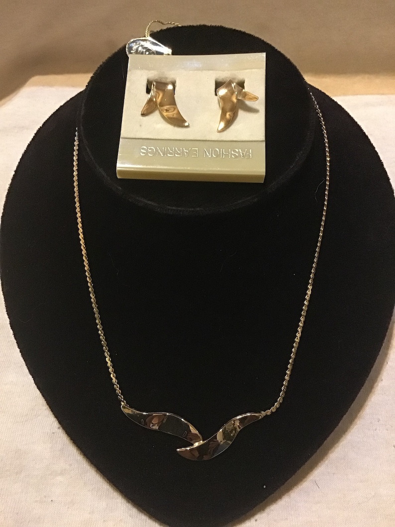 Retro Vintage Jewelry New  Old Stock Vintage Caroline Classics 1970/'s Winged Necklace and Earring Clip-on Set