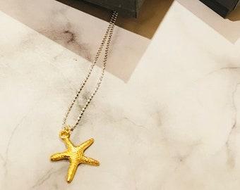 Short starfish necklace