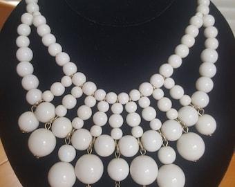 Stunning Vintage Summer White Lucite Beaded Bib Necklace