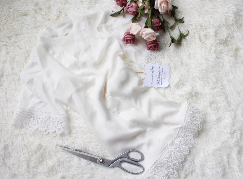 White Bridesmaid Robes Personalized robes White Bridal Robe Bridal shower robe,Flower Girl Robe Bridal Party Robe Wedding Dressing Gown