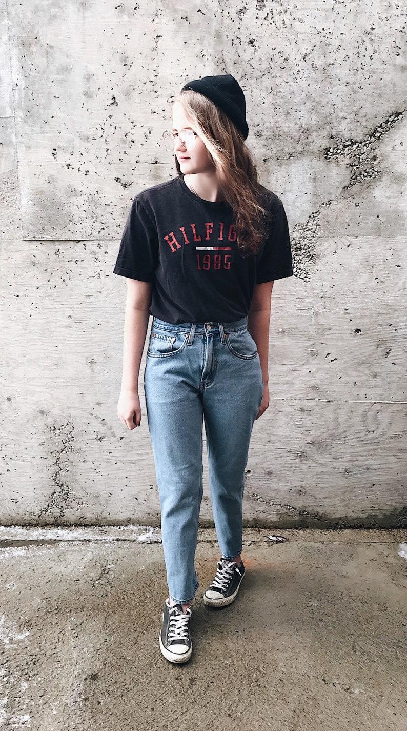 Jahrgang Tommy t Vintage Tommy Hilfiger Top Tommy Hilfiger T Shirt 90er Jahre Tommy Hilfiger Papier dünn Vintage T Shirt verblasst Vintage