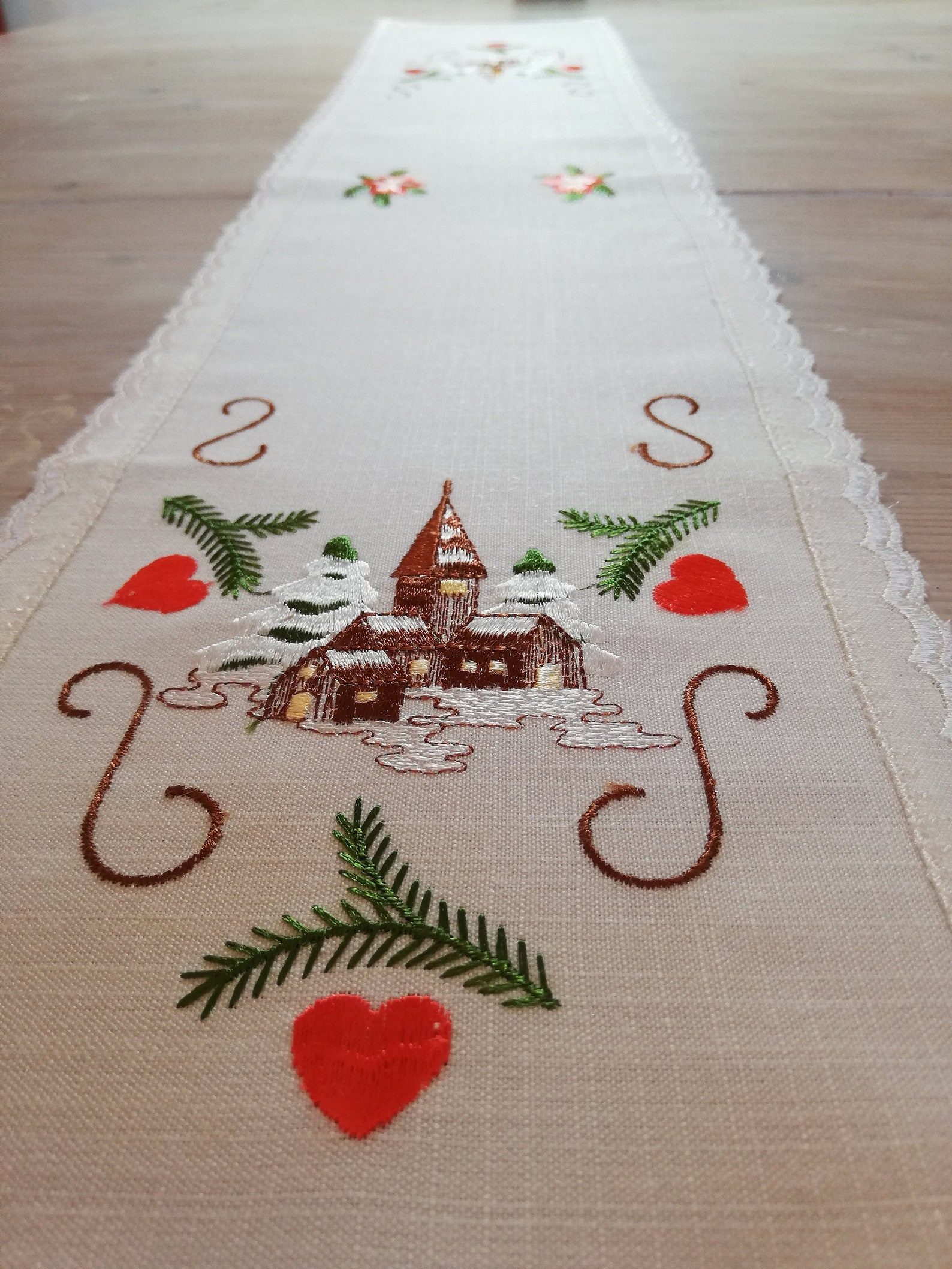 39 in EMBROIDERED XMAS RUNNER in Pristine Vintage Quality, From Germany