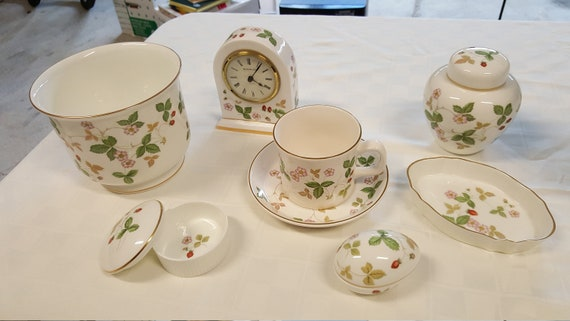 REDUCED Made in England Vintage WEDGEWOOD COLLECTION Authentic Wedgewood  Marked All Pieces. Wild Strawberry Bone China 7 Pieces