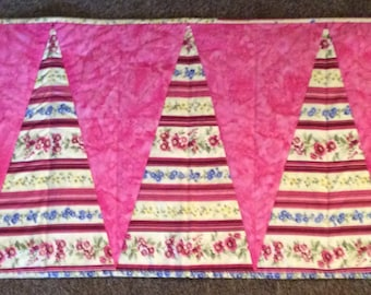 Spring pink Quilted wedge-shaped Table-Runner