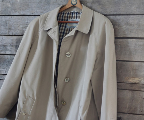 NEVER USED beige raincoat  English vintage beige t
