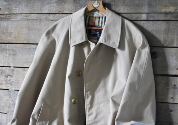 NEVER USED beige raincoat Burberry  French vintage