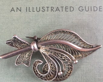 Lovely 1950s Fleur de Lys brooch