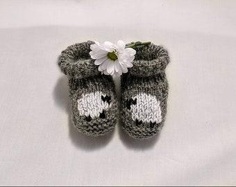 Hand knitted baby booties - newborn, 0-3 & 3-6 crib shoes - hand made sheep children's socks - Baby shower gift - Spring